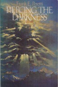 Piercing the Darkness-Frank E. Peretti-0891075275