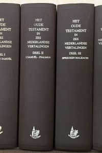 Het Oude en het Nieuwe Testament in zes Nederlandse vertalingen set van 4 delen