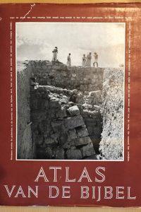 Atlas van de Bijbel met medewerking van de Bijbelgeograaf A. van Deursen Elsevier 3e druk 1955